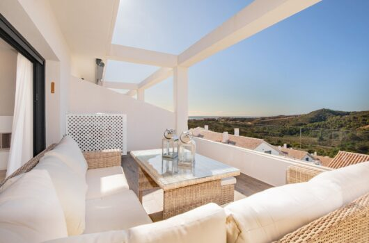 /property/penthouse-for-sale-in-estepona-with-2-bedrooms-and-2-bathrooms-mas423652