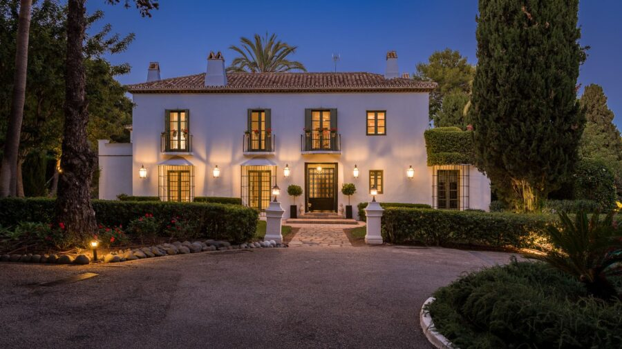 /property/unique-tuscan-style-villa-with-sea-views-on-the-golden-mile-mas500014