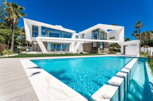 /property/breath-taking-newly-built-villa-located-in-los-monteros-beach-mas329337