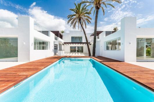 /property/villa-nirvana-by-the-sea-el-rosario-beach-mas765730