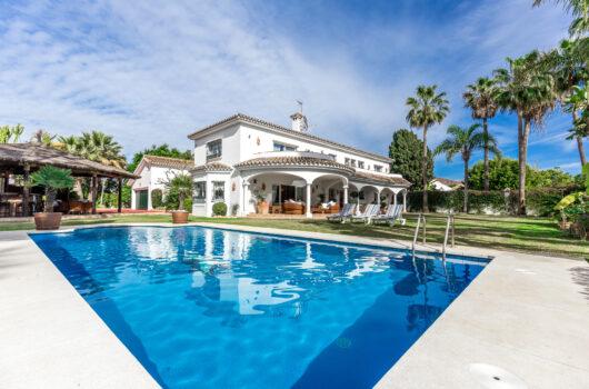 /property/beachside-5-bedroom-villa-in-marbella-mas855891